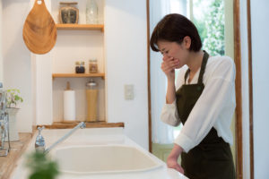 キッチンの臭いが気になる時の対処法とは?