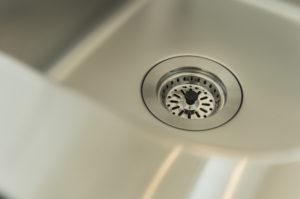 キッチンが逆流を引き起こす原因や解消方法を紹介